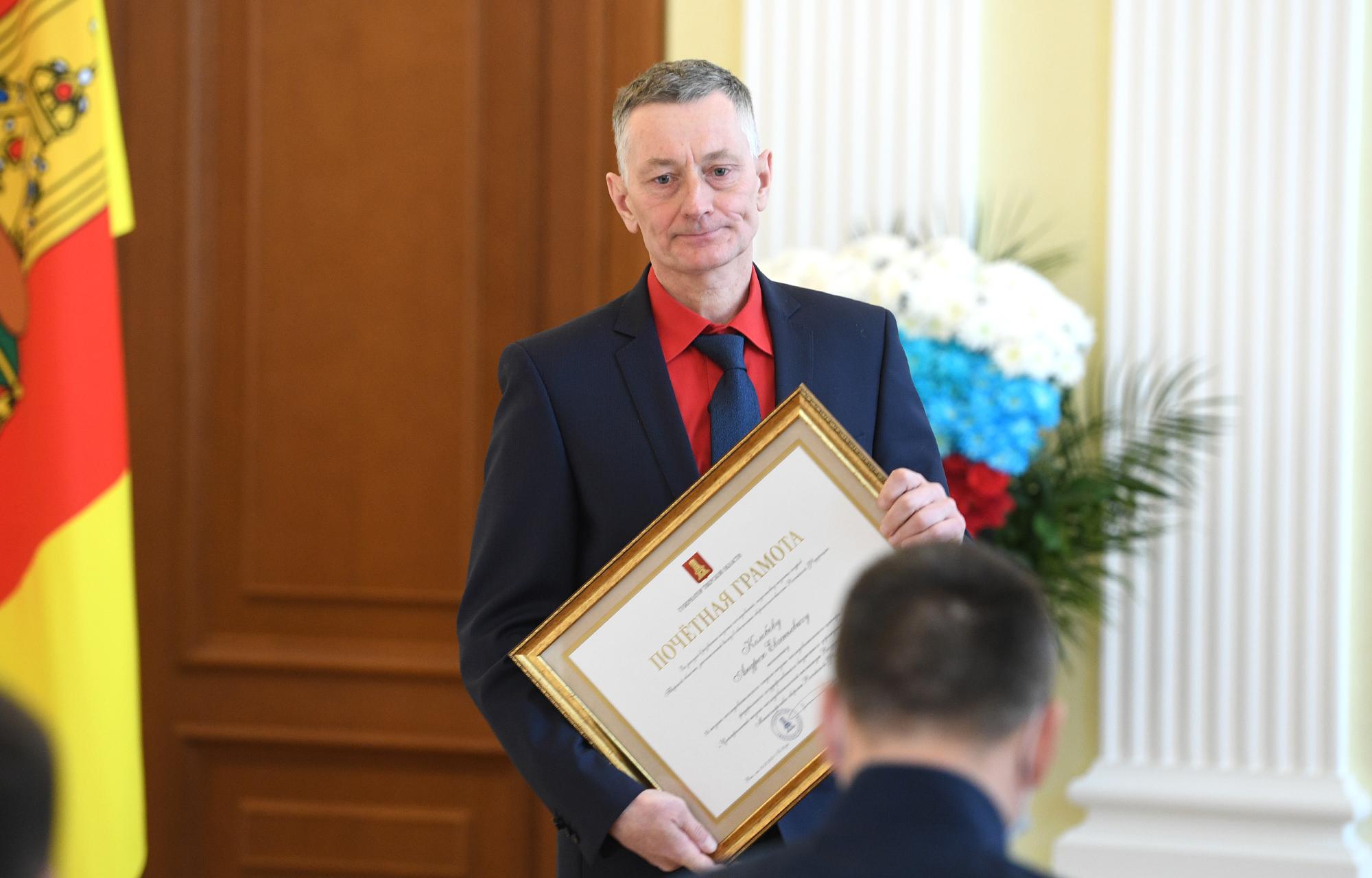 К Дню защитника Отечества тверской губернатор вручил жителям награды
