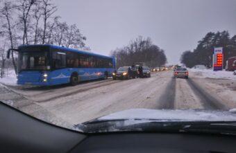 Две иномарки не разъехались на Петербургском шоссе в Твери
