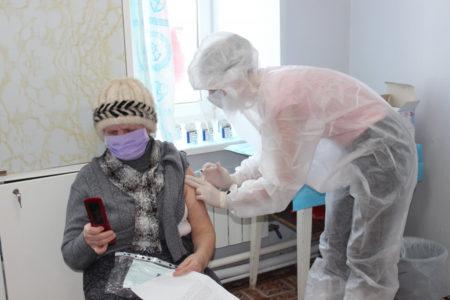 Больше 42 тысяч жителей Тверской области привились от коронавируса