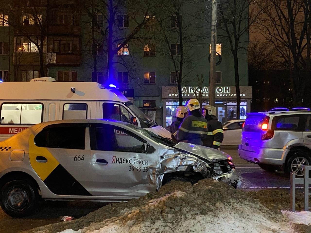 Пьяный водитель попал в тройное ДТП в Твери