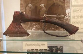 Уникальное фото с топором из тверского музея гвоздарей выставили в Ярославле