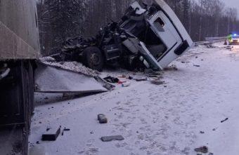 Водитель фуры погиб на М-11 в Тверской области