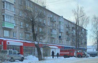 Мужчина выпрыгнул в Тверской области вместе с ребенком из окна
