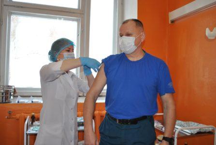 Жителей отдаленных районов Тверской области прививают от коронавируса