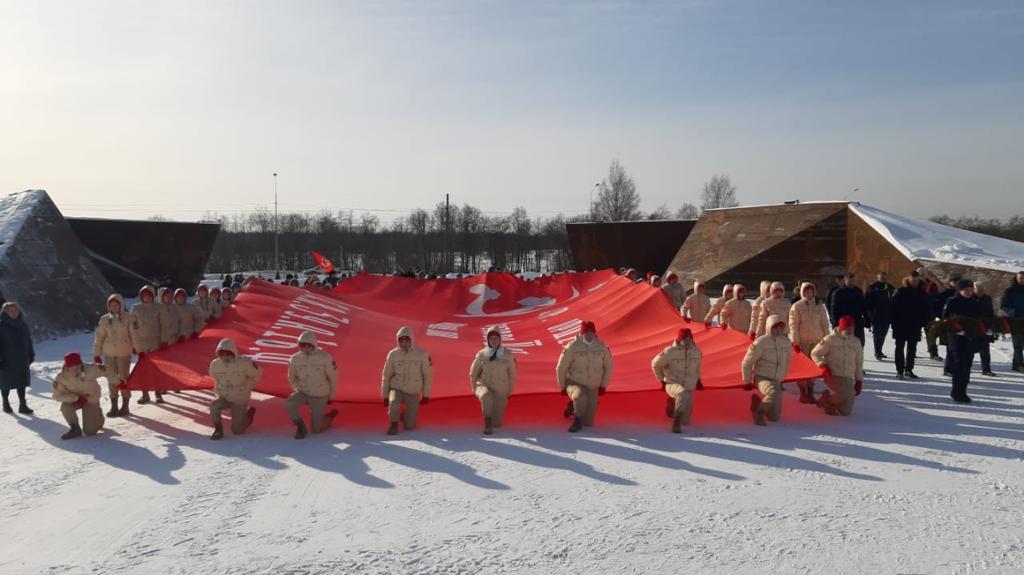В Твери и Ржеве развернули знамя Победы