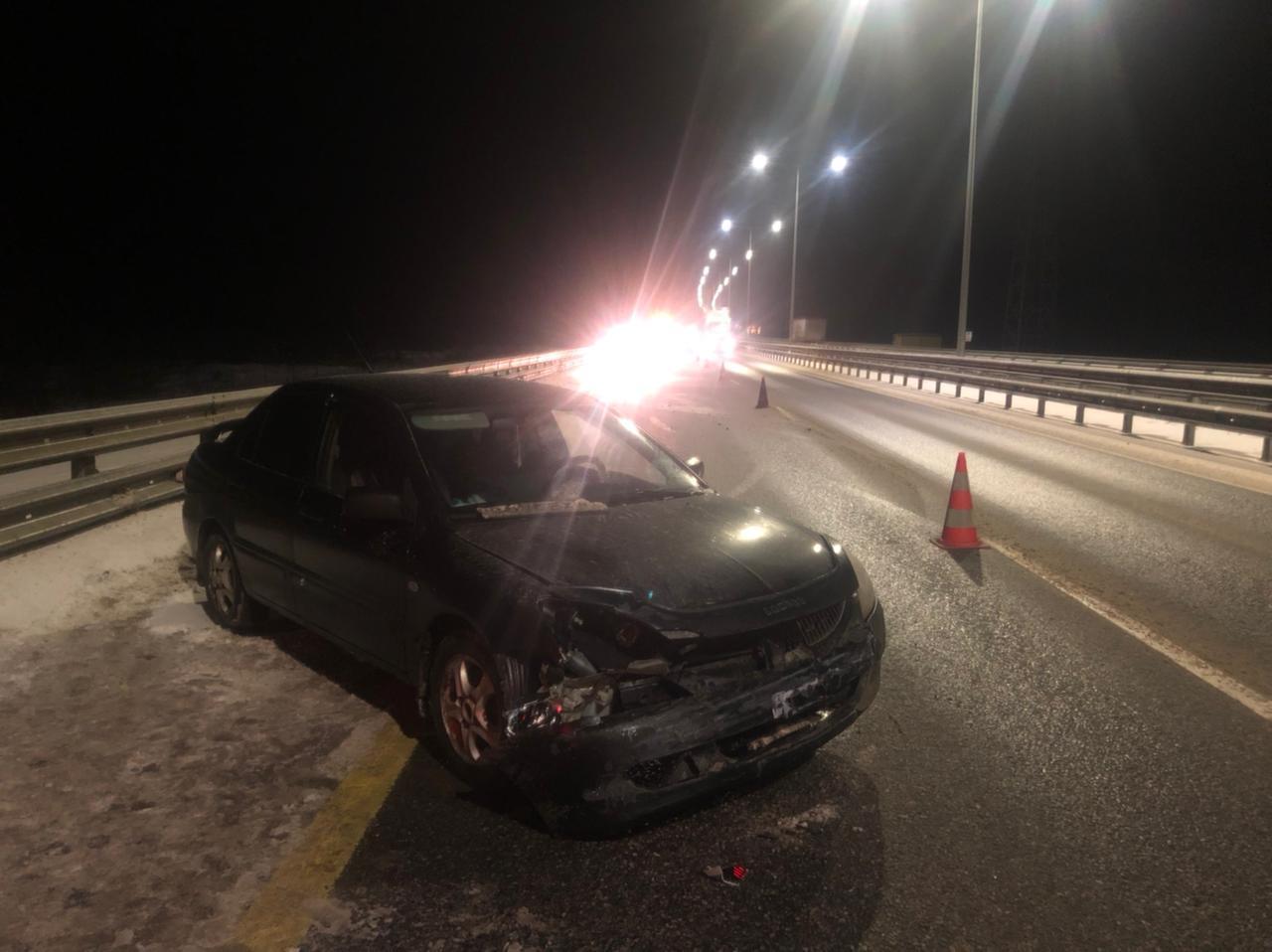 Иномарка протаранила отбойник на трассе М-11 в Тверской области