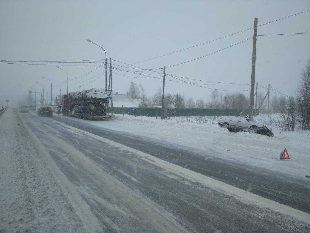 Женщина пострадала в аварии в Тверской области, испугавшись фуры