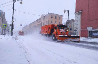 В администрации рассказали, сколько техники вывели на расчистку улиц Твери