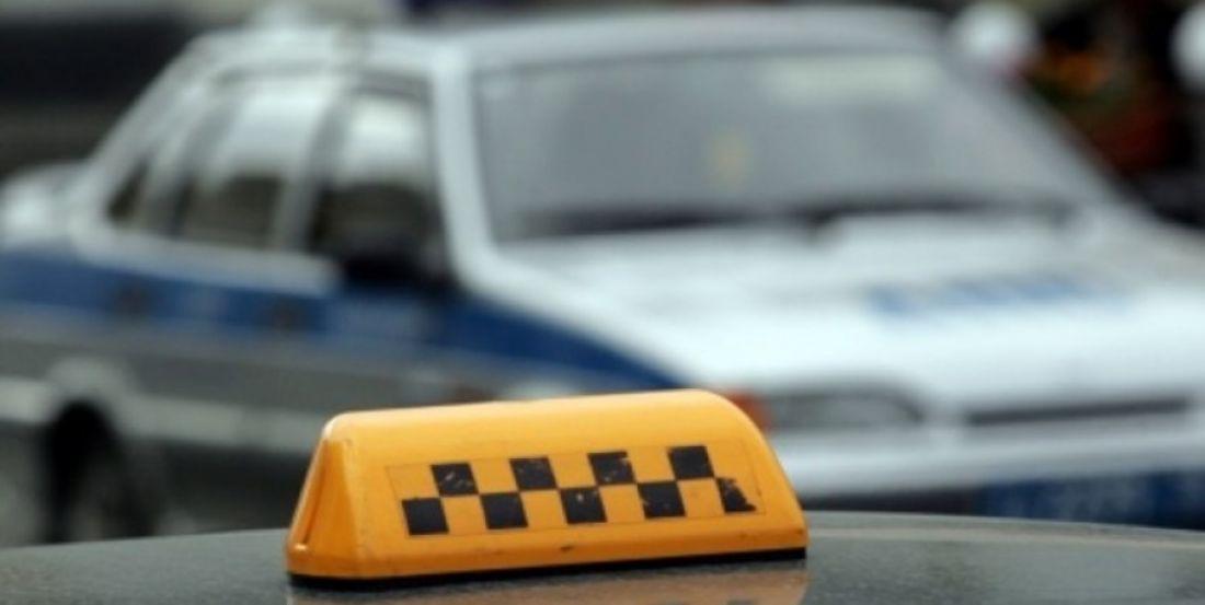 Таксиста в Тверской области на целый год лишили заработка