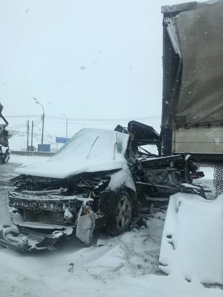 """Форд"" зажало между двумя фурами на М-10 под Тверью, водитель погиб"