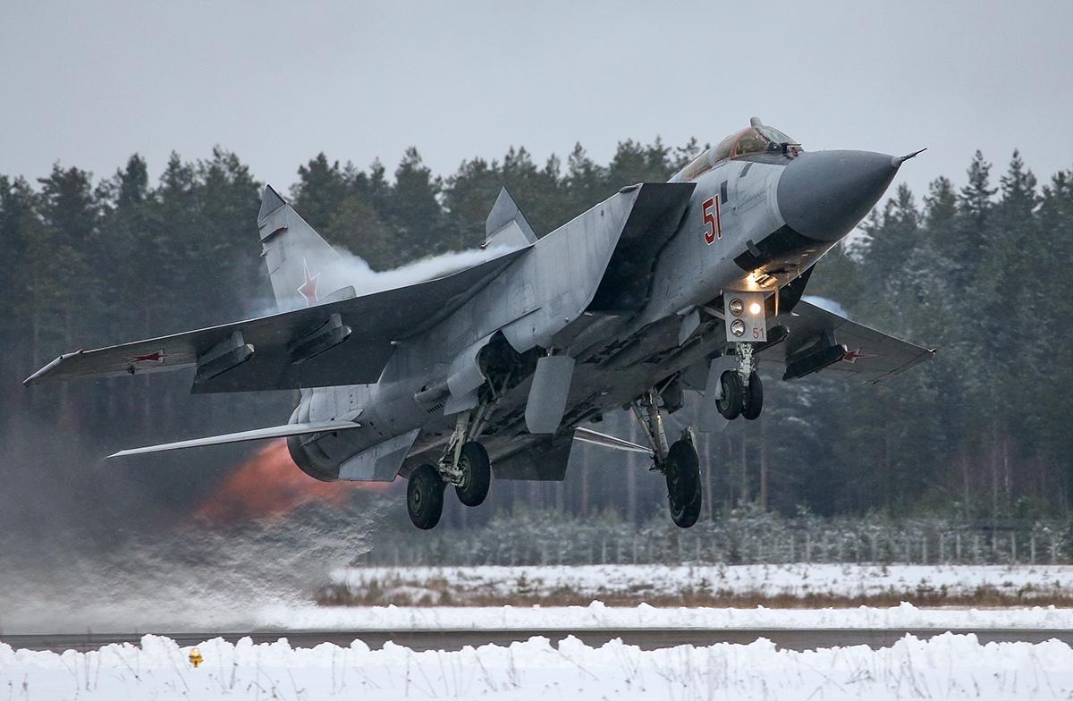 Истребители отработали ведение воздушного боя в небе над Тверской областью