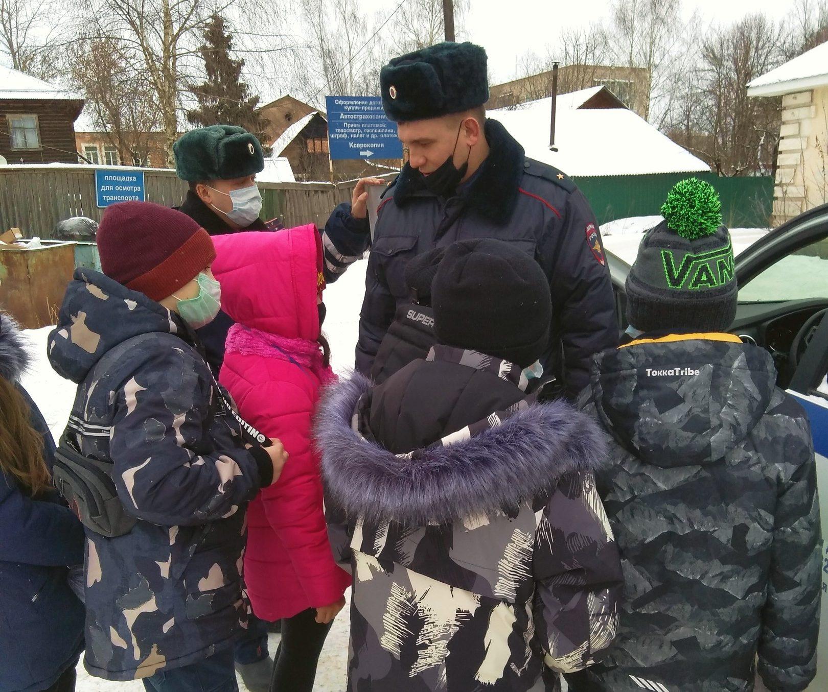 Школьников из Тверской области отвезли в ГИБДД