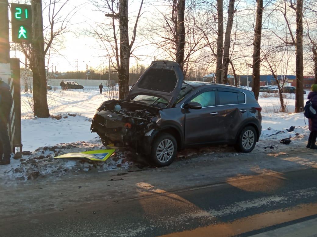Четыре человека пострадали в столкновение двух машин в Твери