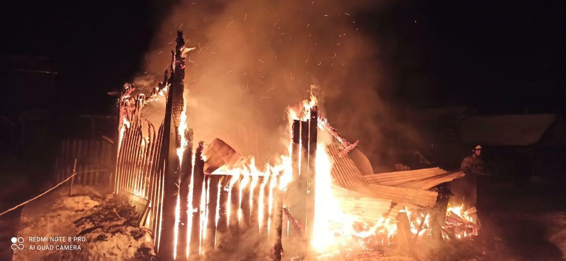 Летняя кухня дотла сгорела в Тверской области