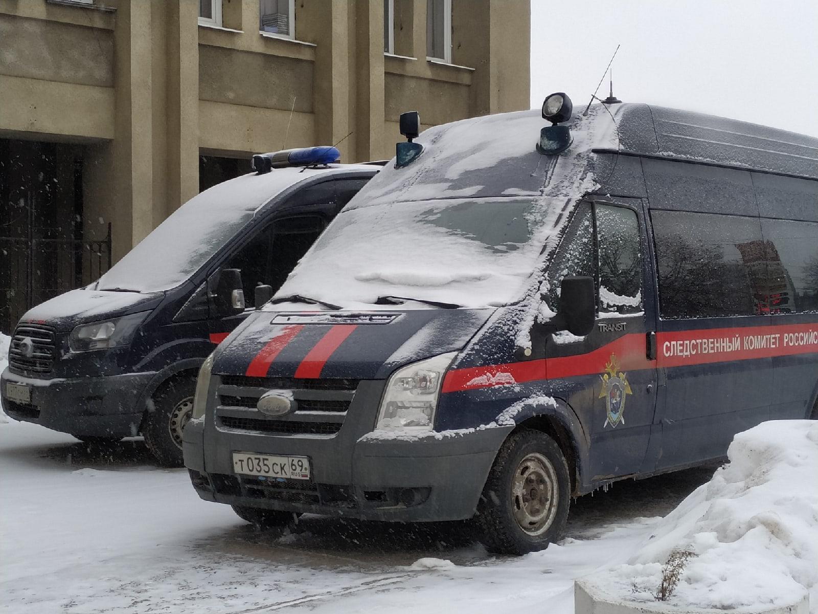 Житель Тверской области чуть не убил топором малолетнего мальчика