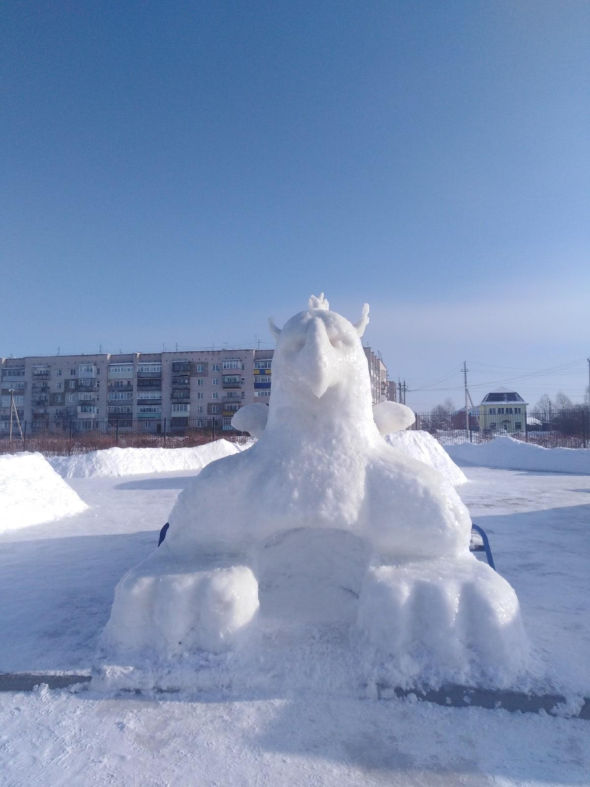 Гигантский снежный грифон появился в Тверской области