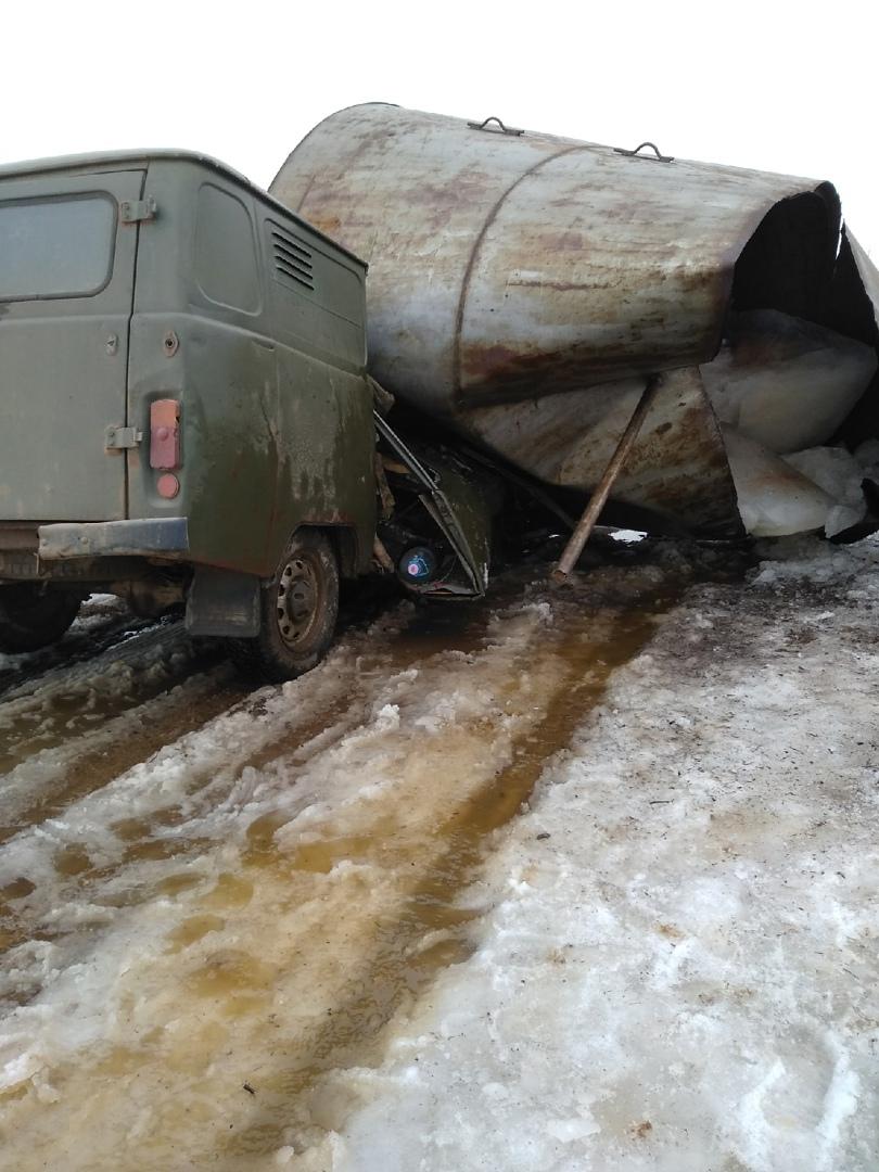 Опубликовано видео, как рухнувшая башня раздавила машину в Тверской области