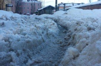 За снег на дорогах директор предприятия в Тверской области заплатит большой штраф