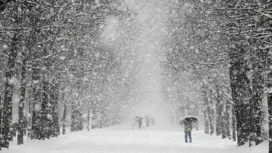 В канун праздника Тверскую область вновь заносит снегом
