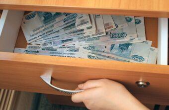 В Тверской области пенсионер пустил знакомую переночевать, а его обокрали