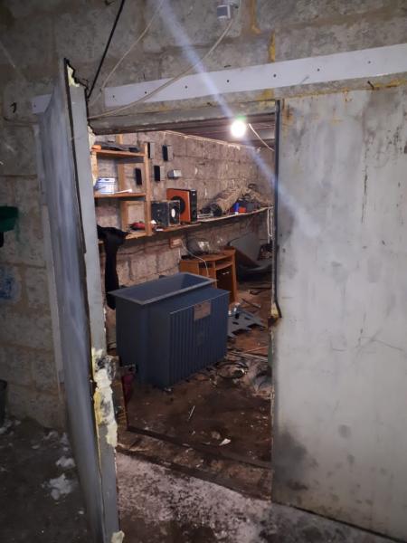 19-летний вор наследил, снимая трансформатор со столба в Тверской области