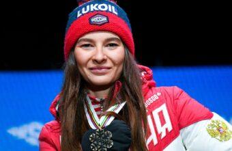 Игорь Руденя поздравил тверскую лыжницу Наталью Непряеву с золотом чемпионата России