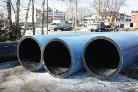 В Твери ремонту трубопровода с питьевой водой мешают заборы и гаражи