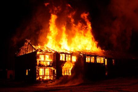 В Тверской области при пожаре сгорели заживо мужчина и женщина