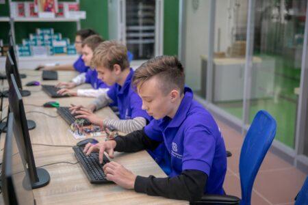 Тверские школьники будут учиться вместе с роботами