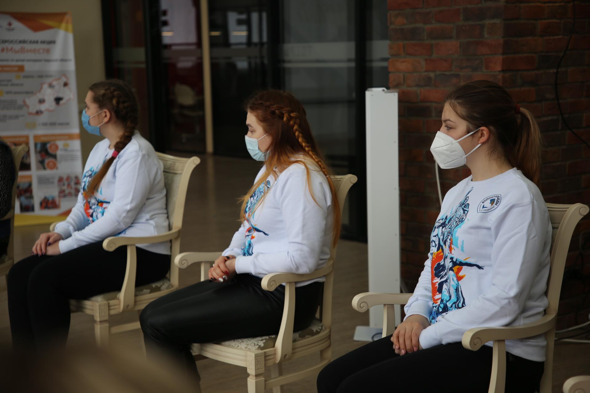 Губернатор Игорь Руденя поздравил участниц волонтёрского движения с приближающимся Международным женским днём