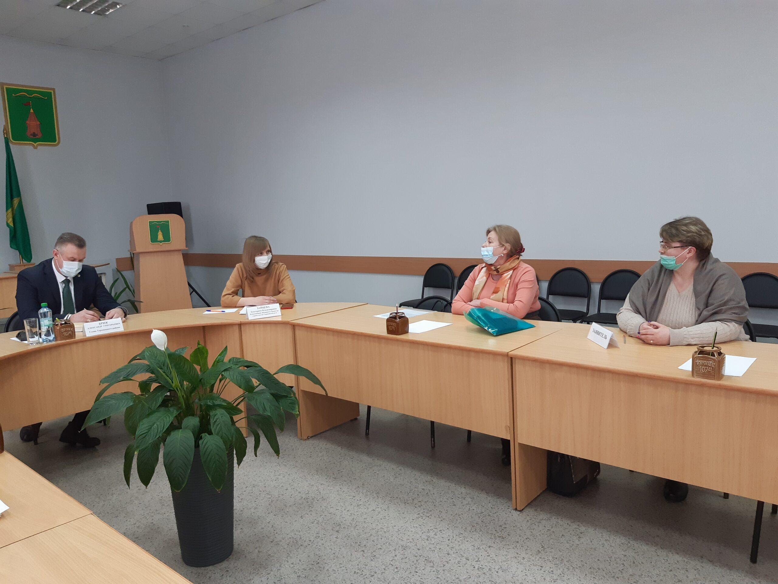 В Торопецком районе министр строительства провела прием граждан