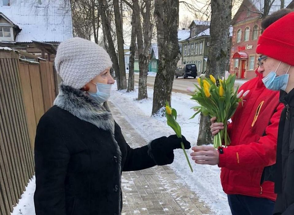 В Осташкове прошли две «цветочные» акции