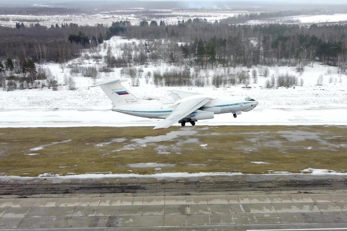 Самолёты Ил-76 пролетели в боевом порядке над Тверской областью