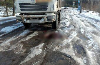 Опубликованы фотографии с места ДТП, в котором самосвал сбил пешехода под Тверью