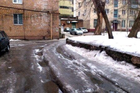 Директора УК под Тверью оштрафовали за колею возле домов