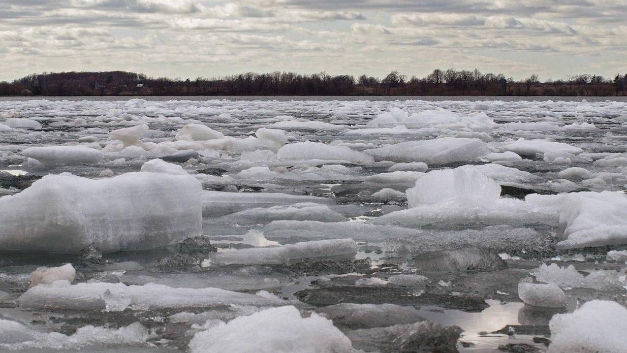 В Твери подросток чуть не погиб, оказавшись на отколотой льдине