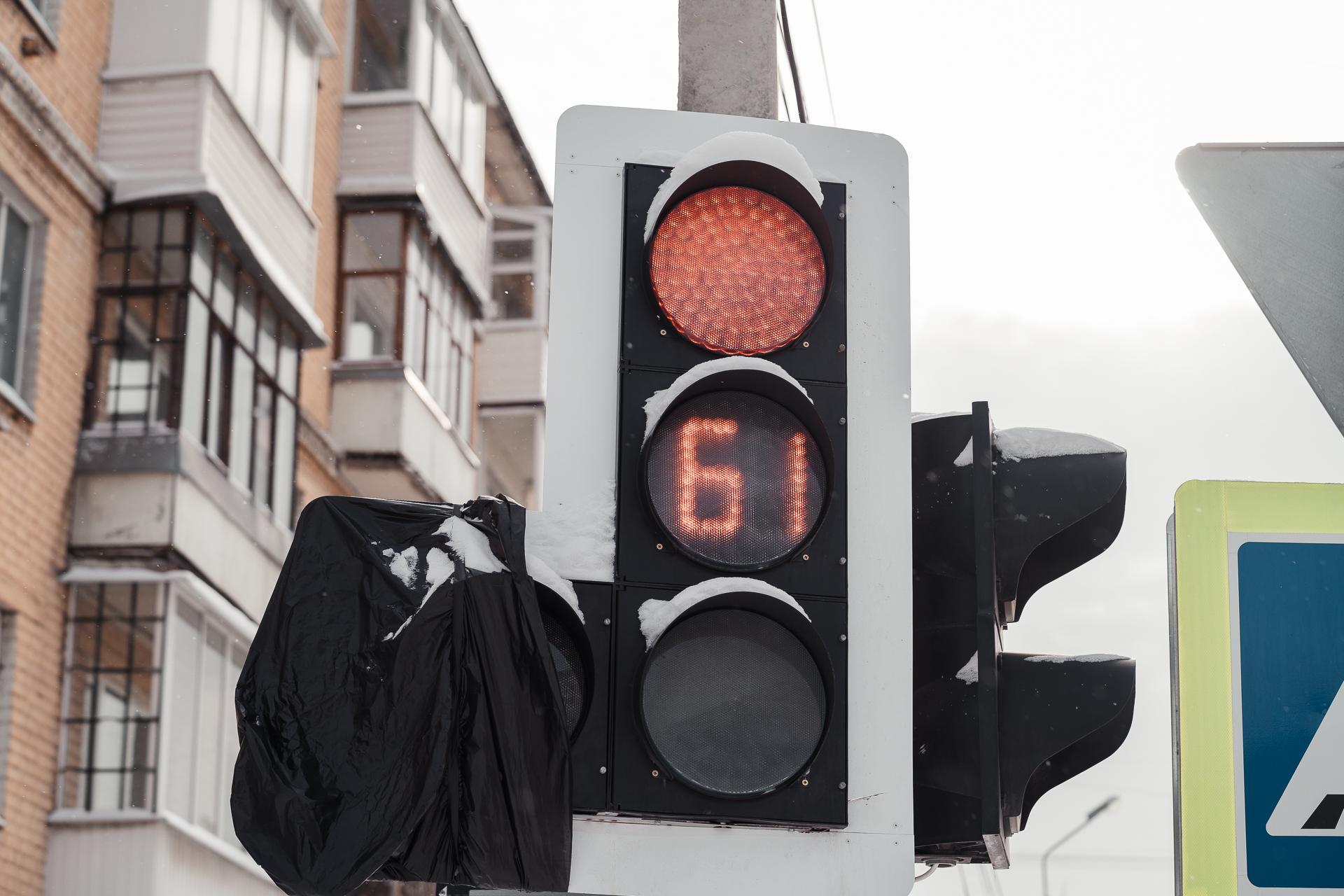 Светофоры начали работать в новом режиме ещё на одном перекрёстке в Твери