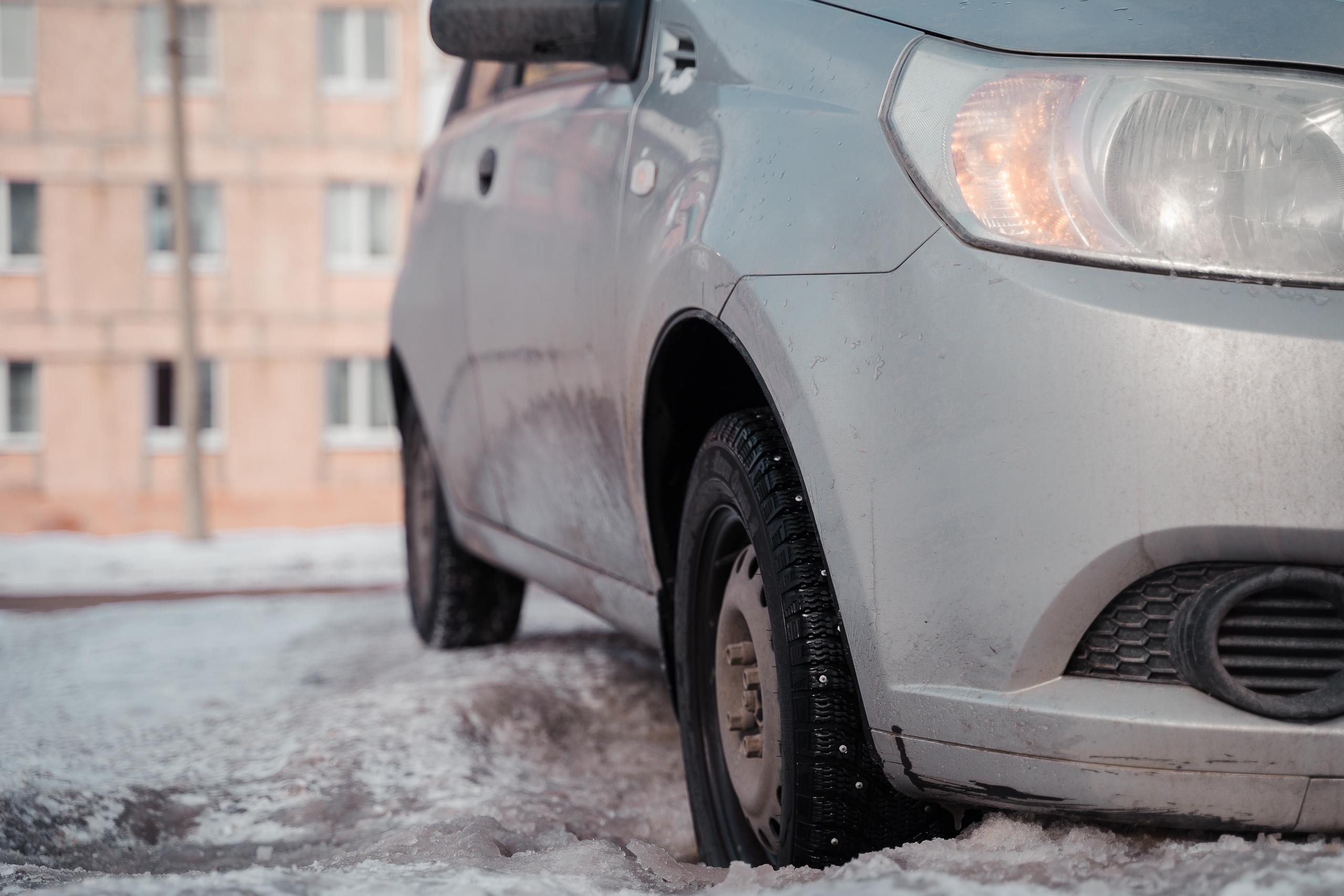 Топовый автоюрист: с кого требовать деньги за пробитое в яме колесо