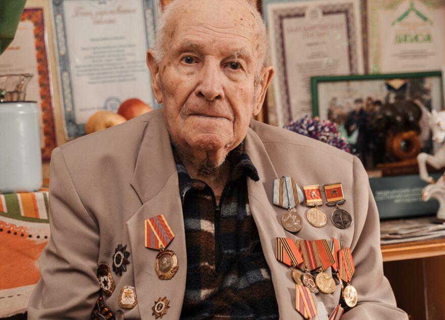 Игорь Руденя поздравил со 100-летием легендарного фронтового разведчика