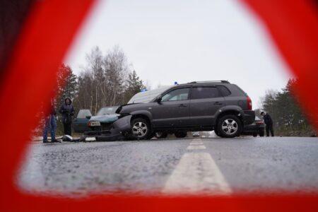В ДТП под Тверью внедорожник лишился бампера от удара об «Ладу»