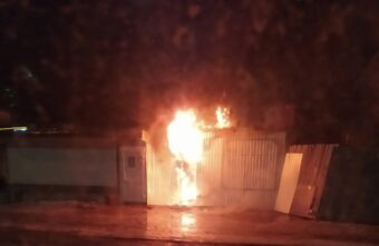 На рынке в Тверской области ночью сгорел мясной ларёк