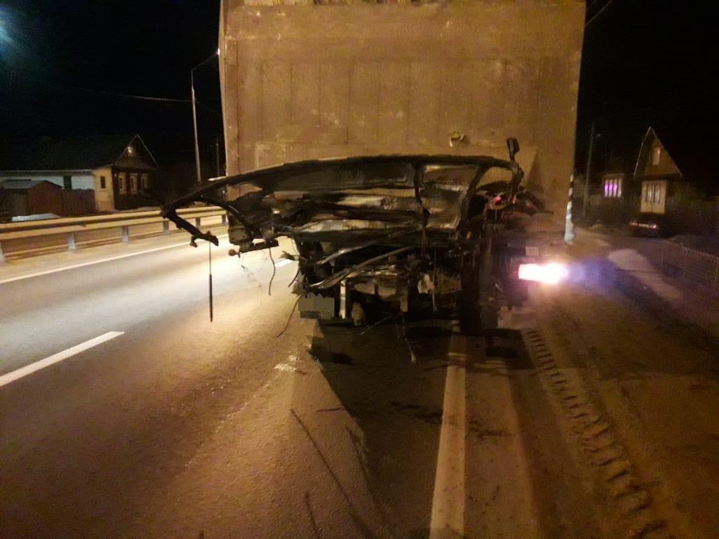 Опубликованы фото ДТП, которое произошло из-за уснувшего водителя фуры под Тверью