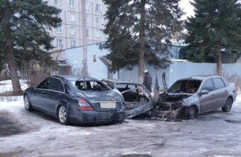 Ночью в Твери три машины сгорели после ДТП на парковке