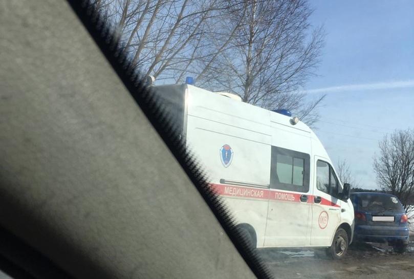 """Иномарка врезалась в машину """"скорой"""" под Тверью"""