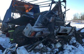 В Тверской области МАЗ врезался в поезд - погиб водитель