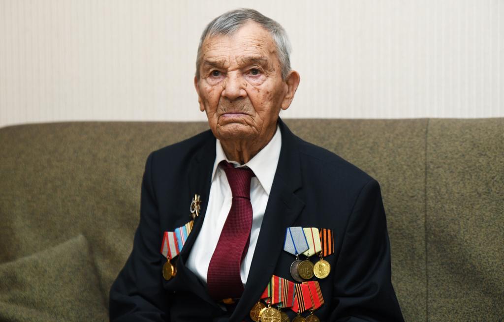 Игорь Руденя поздравил со столетием участника Сталинградской битвы Арсения Михайловича Сухопарова