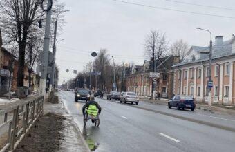 В Твери забрали в полицию колясочника, который провоцировал риск ДТП