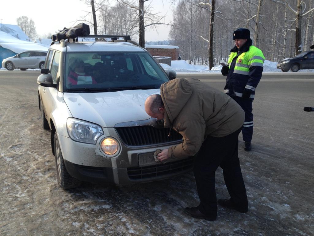 Тверских водителей предупредили о лишении прав за нечитаемый номер