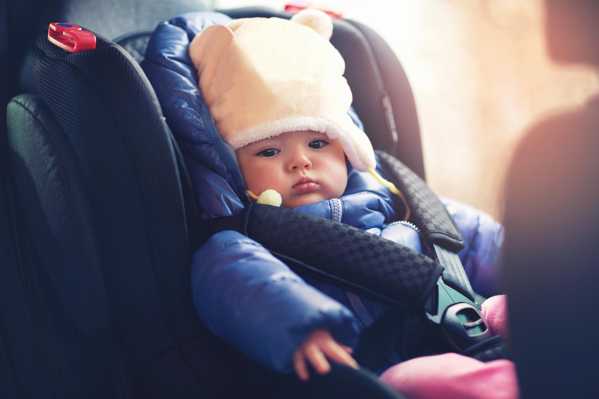 В Твери многодетная мать бросила малыша в машине на морозе