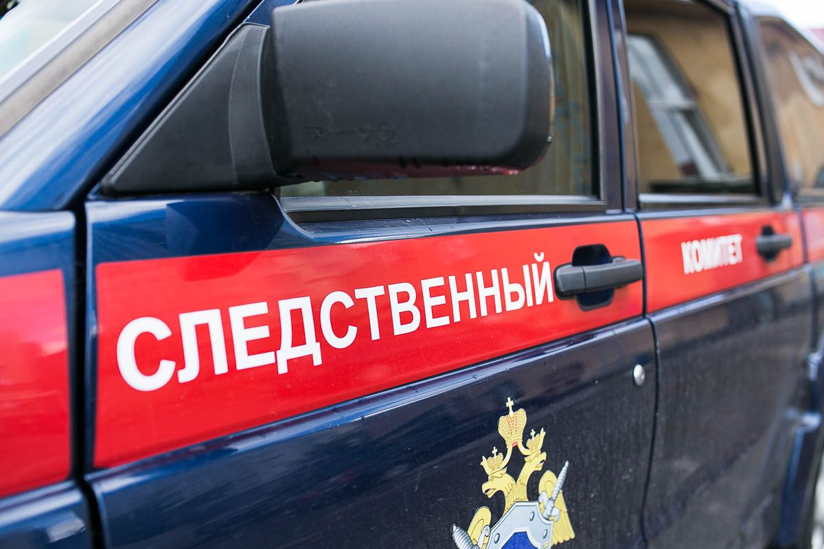 В Тверской области под снегом с крыши обнаружили труп мужчины